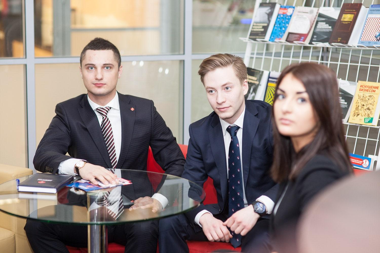 Может ли бакалавр занимать руководящие должности